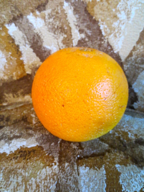 Here is the fruit,ġeolurēad,on the kitchen chair @ my father's house in Kansas. I head that the companies that control oranges dye them to look like something more between Red & Yellow than they are in their natural state. Is this true? Go ahead & comment!